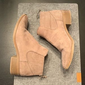 DV booties. Size 8.